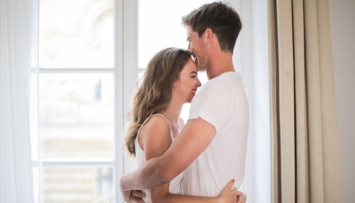 Έρωτας είναι να αγγίζει ο άνθρωπός σου κάθε κύτταρο της ψυχής σου και να σε αναγεννά
